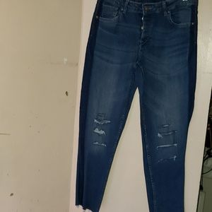 DIVIDED  DISTRESSED  JEANS